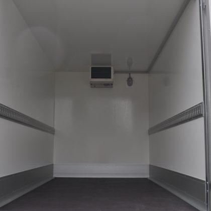 RT003S interior